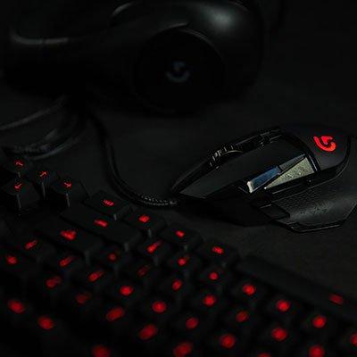 Teclado Mecânico Gamer Logitech G413 Carbon com Layout ABNT2, Iluminação Vermelha, USB Passthrough e Switch Exclusivo Romer-G CX 1 UN
